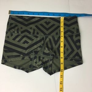 lululemon athletica Shorts - EUC Lululemon Boogie Shorts Green & Black Size 4